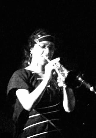 Geeta Trumpet 2 - b/w